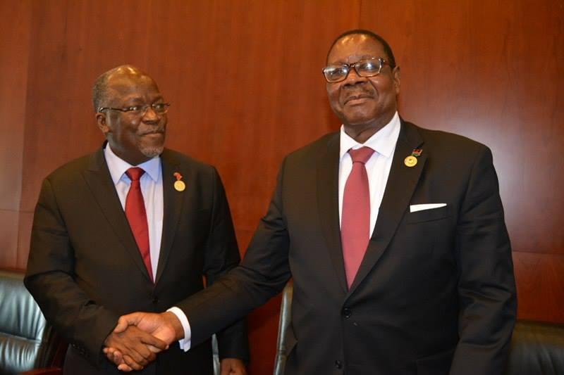 Mutharika and Magufuli shaking hands